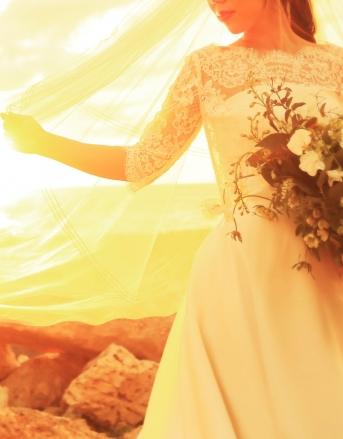 [Croque en Bouche]スカラップカットのレースボレロを重ねたシンプルなAラインドレス 露出を押さえ花嫁を清楚に華奢に見せてくれる